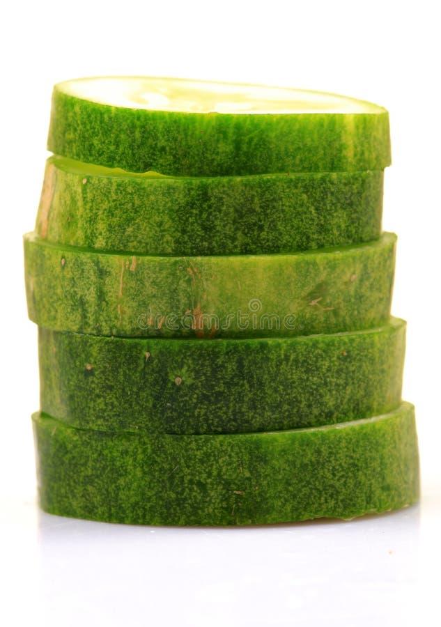 Download Fatias verdes do pepino foto de stock. Imagem de tiro - 16858242
