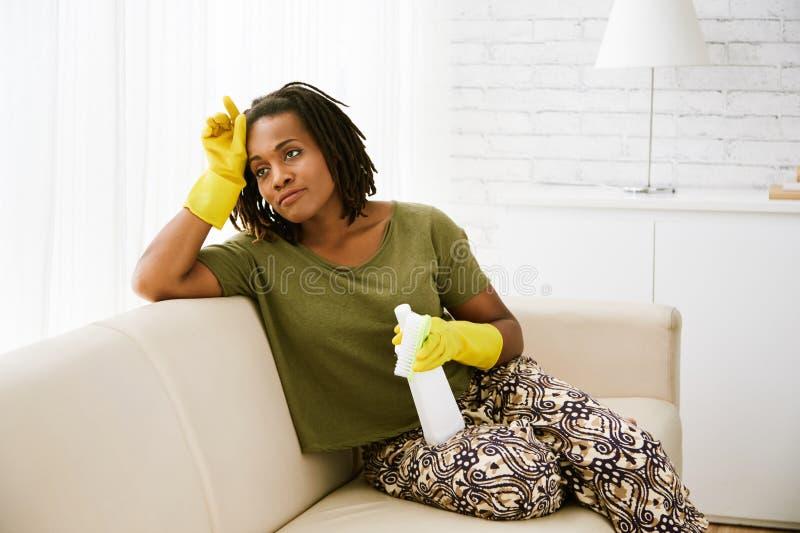 Fatigué des travaux domestiques image libre de droits