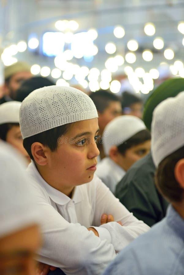 Fatih-Moscheenritual der Anbetung zentrierte im Gebet, Istanbul, Tur lizenzfreie stockbilder