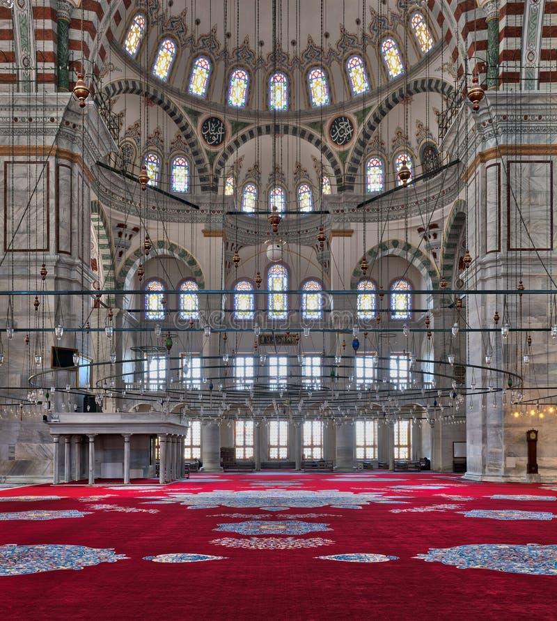 Fatih Mosque en offentlig ottomanmoské i det Fatih området av Istanbul, Turkiet royaltyfri fotografi