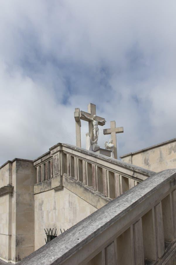Fatima, Portugal, o 12 de junho de 2018: A maneira da cruz na maneira foto de stock
