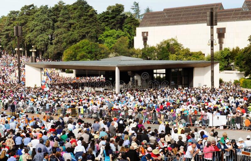 Fatima Sanctuary, moderne Kapelle, Christian Faith, Menge des eifrigen Anhängers lizenzfreie stockfotos