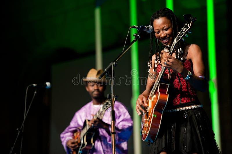 Fatoumata Diawara et Moh Kouyate photo stock