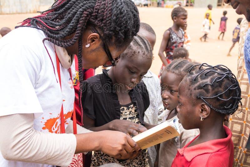 Fattiga lantliga afrikanska barn 23 arkivbild