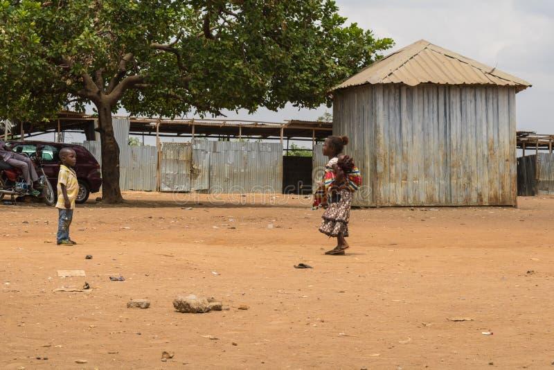 Fattiga lantliga afrikanska barn 15 royaltyfria bilder