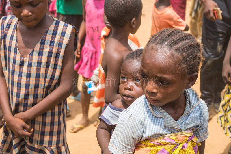 Fattiga lantliga afrikanska barn 10 arkivbild