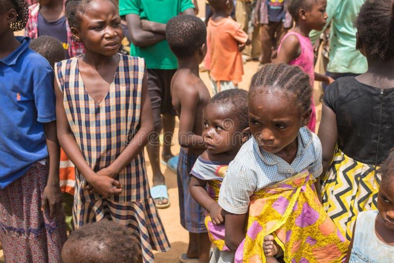 Fattiga lantliga afrikanska barn 9 royaltyfri foto