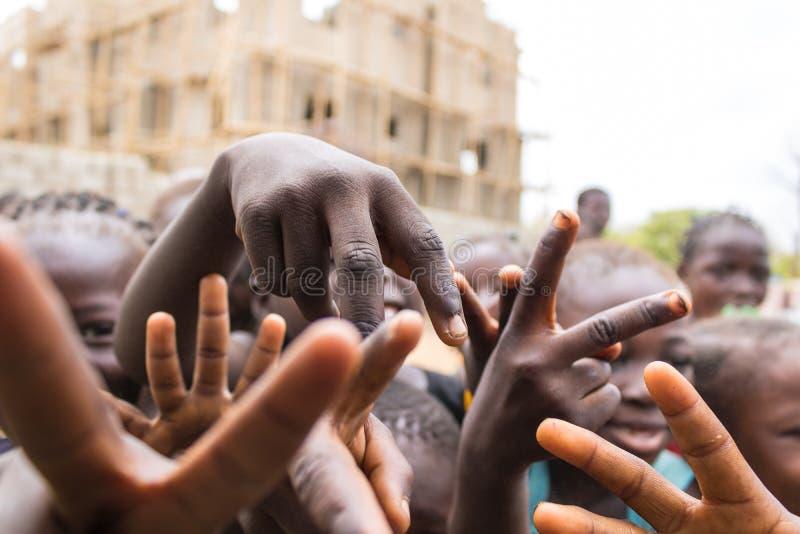 Fattiga lantliga afrikanska barn 5 royaltyfria bilder