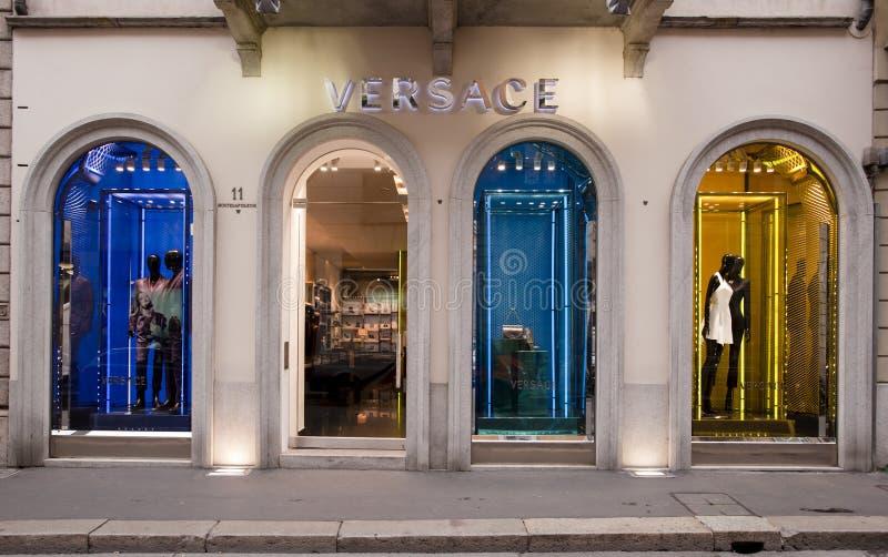 FATTO IN ITALIA: Boutique di Versace, Montenapoleone immagine stock libera da diritti