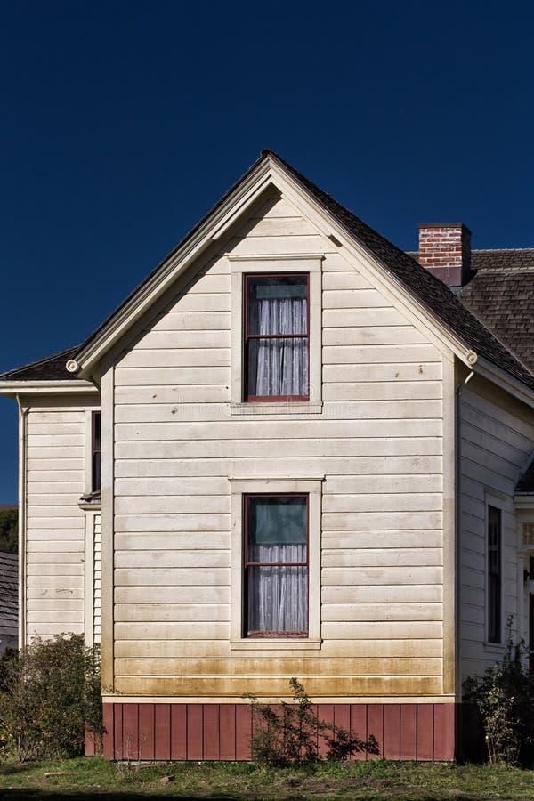 Fattoria americana d 39 annata bianca fotografia stock for Piani di fattoria bianca