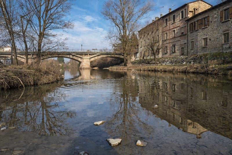 Fattoria su un fiume fotografia stock