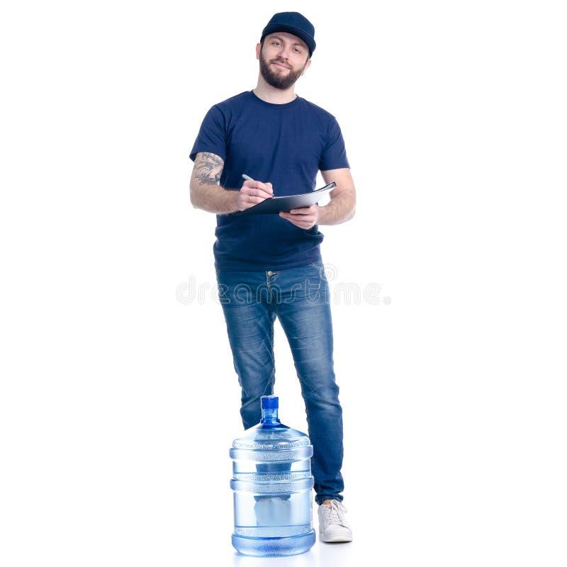 Fattorino dell'acqua nella firma blu della fattura del documento berretto in mano e della maglietta fotografia stock