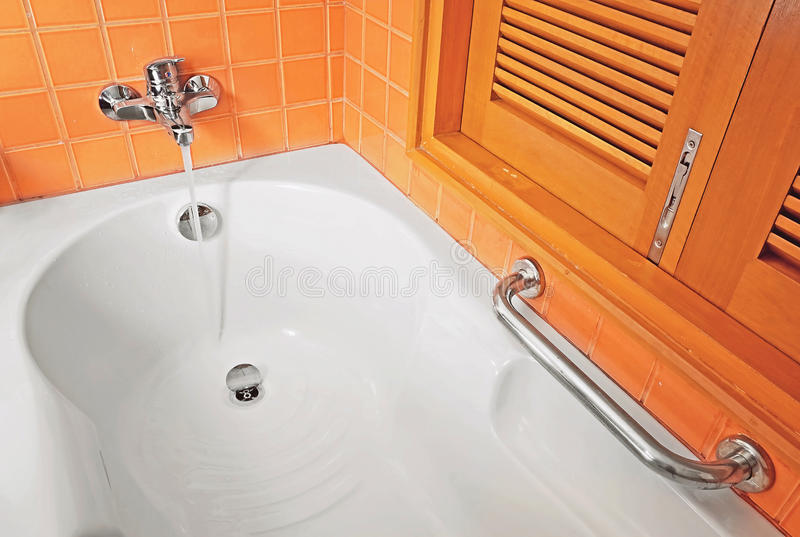 Download Faucet And Bathtub Royalty Free Stock Image - Image: 34511276