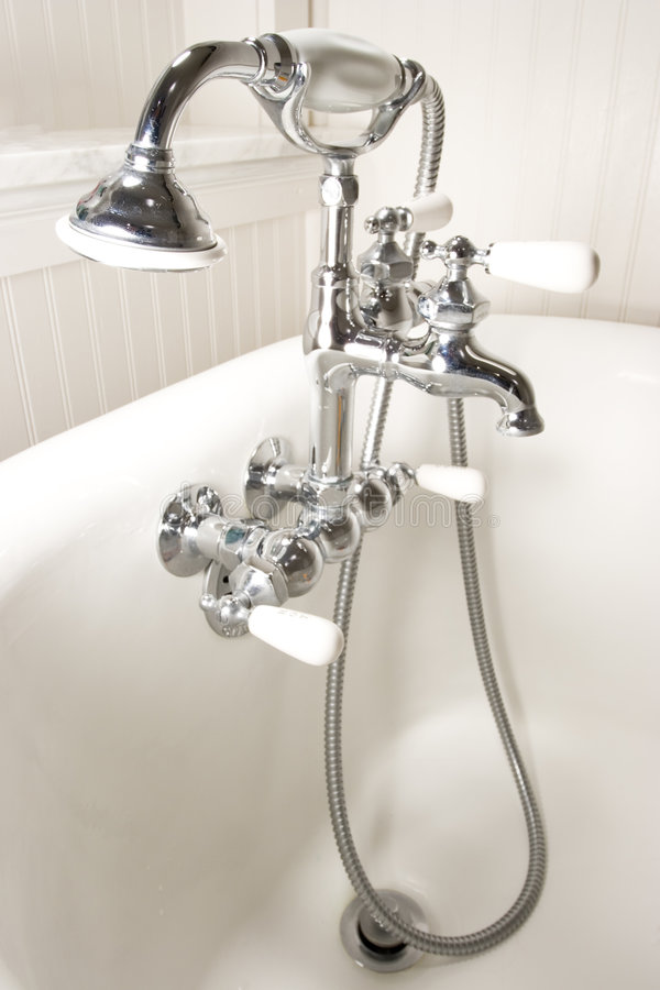 Faucet da cuba de banho fotografia de stock royalty free
