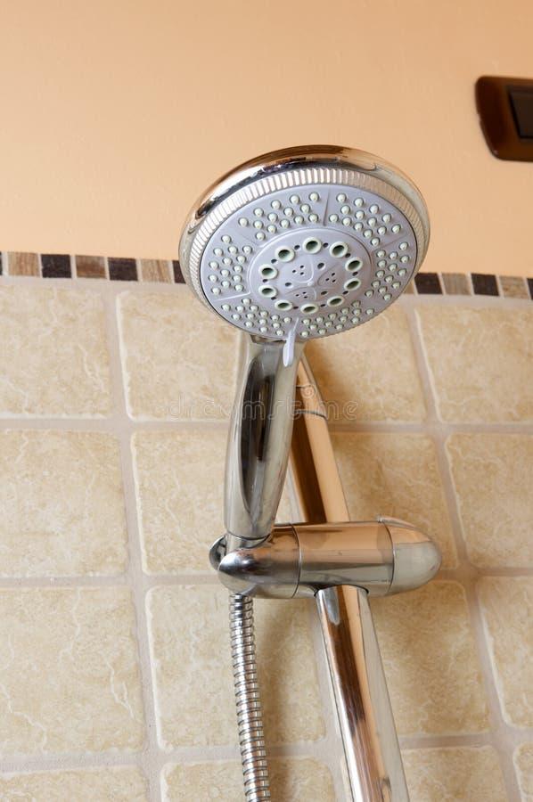 Download Faucet głowy prysznic obraz stock. Obraz złożonej z nowy - 13336267