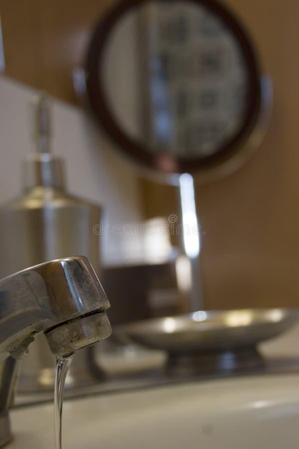 Faucet gotejante foto de stock royalty free