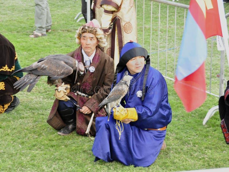 Fauconniers mongols image stock