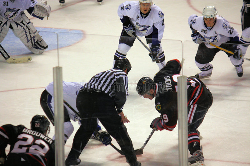 Faucons noirs de NHL Chicago contre Tampa Bay Ligtning images stock