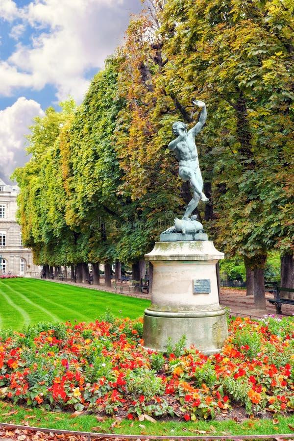 Fauno di dancing. Il Lussemburgo fa il giardinaggio (Jardin du Lussemburgo) a Parigi, fotografie stock libere da diritti