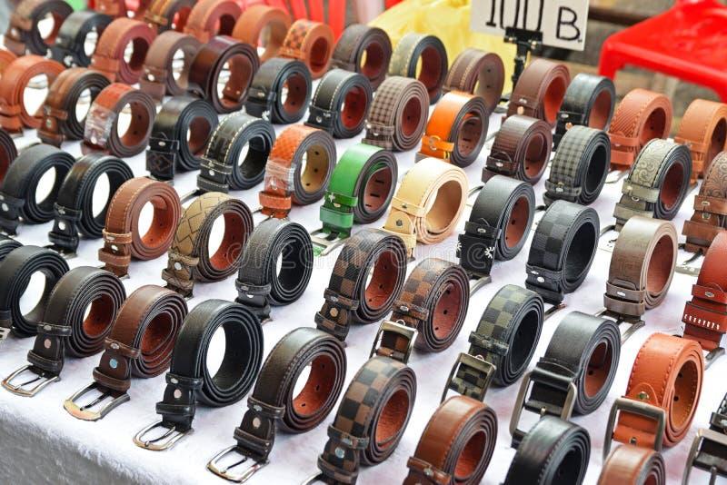 Fausse ceinture ressemblant au concepteur Brand étant vendu à Bangkok Thaïlande photos libres de droits