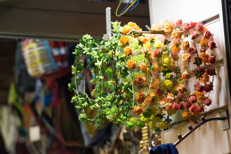 Download Fausses Fleurs Pour Des Buts Décoratifs Photo stock - Image du vert, fleur: 87706148