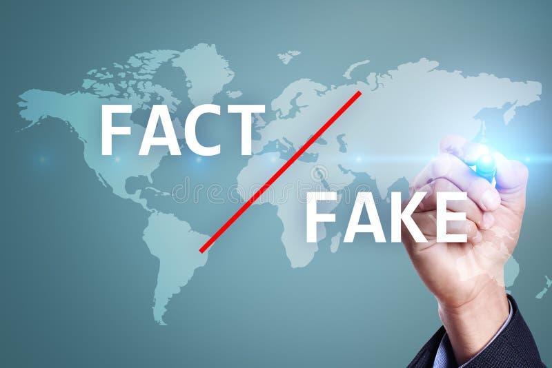 Fausses nouvelles dans les médias Technologie de manipulation Concept d'affaires et d'Internet sur l'écran virtuel illustration de vecteur