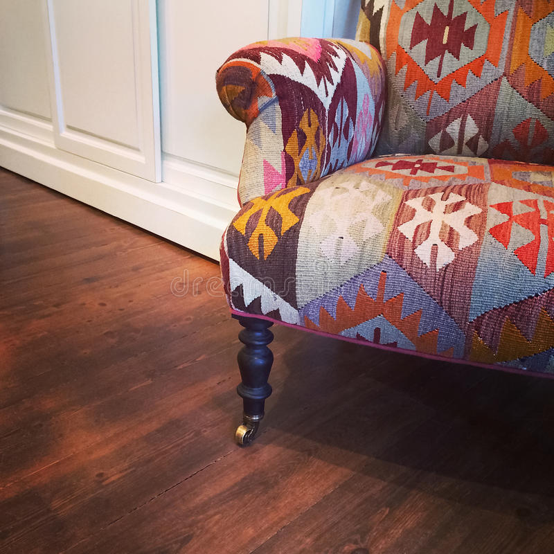 fauteuil avec la conception ethnique photo stock image du reste fleuri 47874264. Black Bedroom Furniture Sets. Home Design Ideas