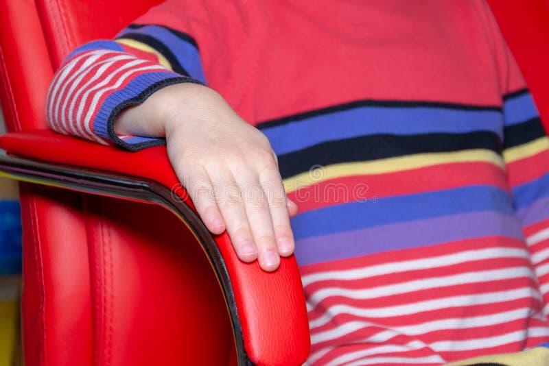 Fauteuil de couleur, chaise moderne de concepteur sur la chaise de texture image libre de droits