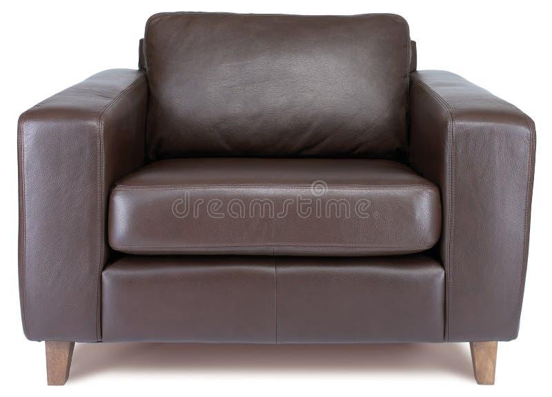 Fauteuil en cuir brun confortable sur un fond blanc images libres de droits
