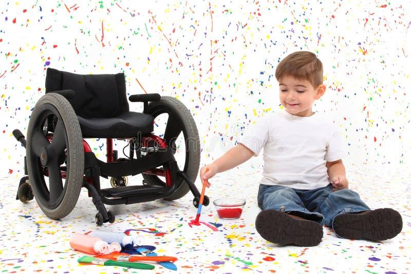 Fauteuil roulant de peinture d'enfant de garçon photographie stock