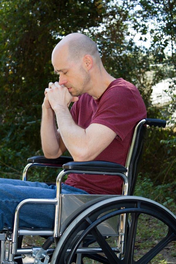 Fauteuil roulant handicapé par dépression photographie stock libre de droits