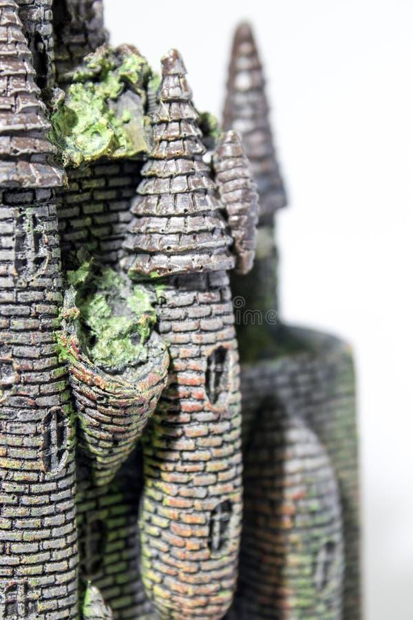 Faux château avec l'algue dans un backgorund blanc images stock