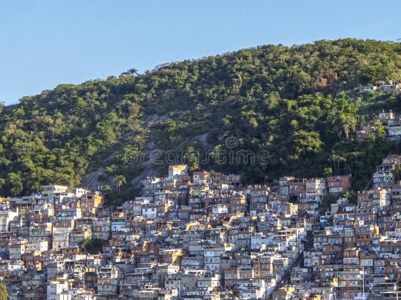 Download Favela в Рио-де-Жанейро, Бразилии Стоковое Фото - изображение насчитывающей janeiro, outdoors: 40576752