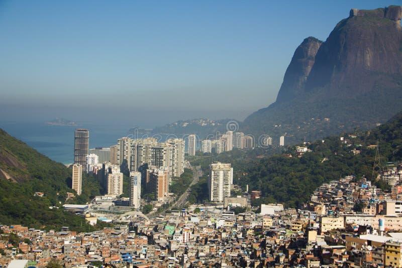 Favela Rocinha,最大的贫民窟在里约热内卢,后边孔拉多 图库摄影