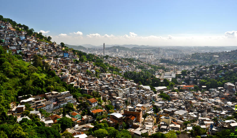 Favelas i Rio de Janeiro. arkivbilder