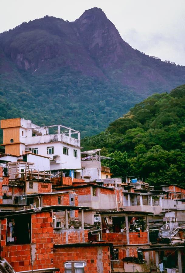 Favelas, slamsów mieszkania na wzgórzach w Rio De Janeiro, Brazylia zdjęcie stock