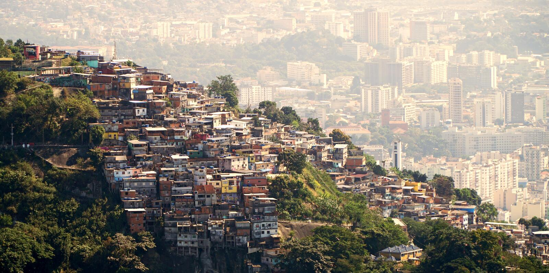 Favelas von Rio de Janeiro Brazil lizenzfreies stockbild