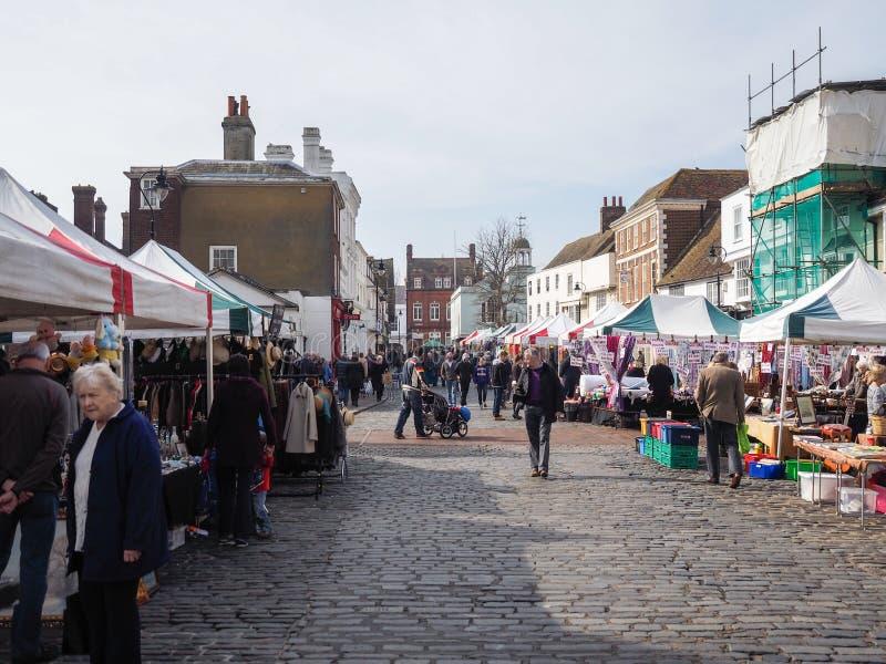 FAVERSHAM, KENT/UK - 29. MÄRZ: Ansicht von Straßenmarkt in Faversh stockfotografie