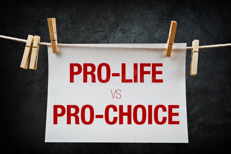 A favor da vida contra a favor do aborto, conceito do aborto fotos de stock royalty free
