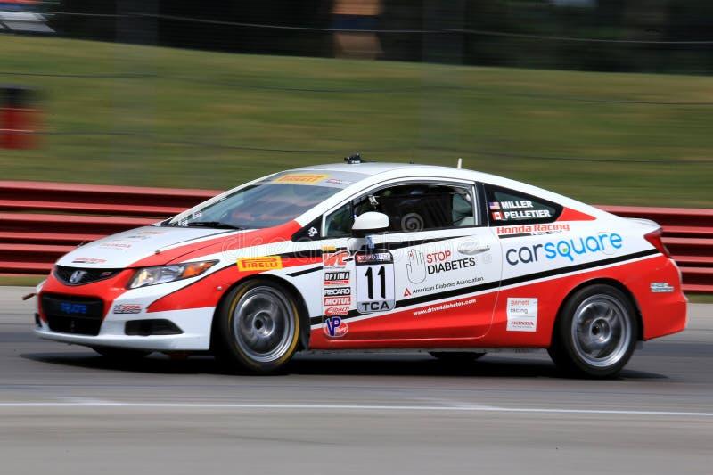 Favorable coche de carreras de Honda Civic Si en el curso foto de archivo