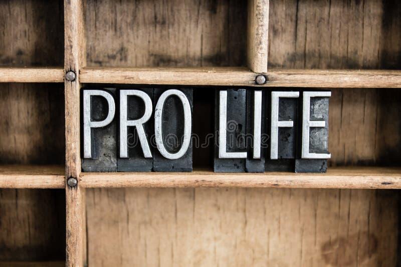Favorable palabra de la prensa de copiar del metal del concepto de la vida en cajón imagenes de archivo