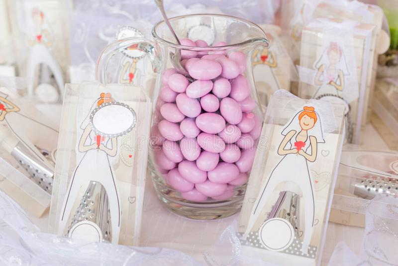Favores de la boda y almendras del azúcar fotos de archivo libres de regalías