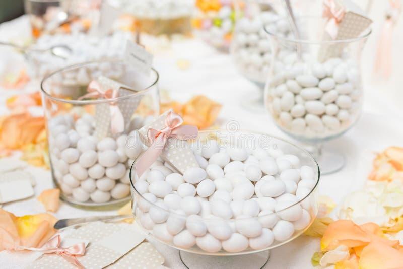 Favores do casamento para o convidado do casamento imagens de stock royalty free
