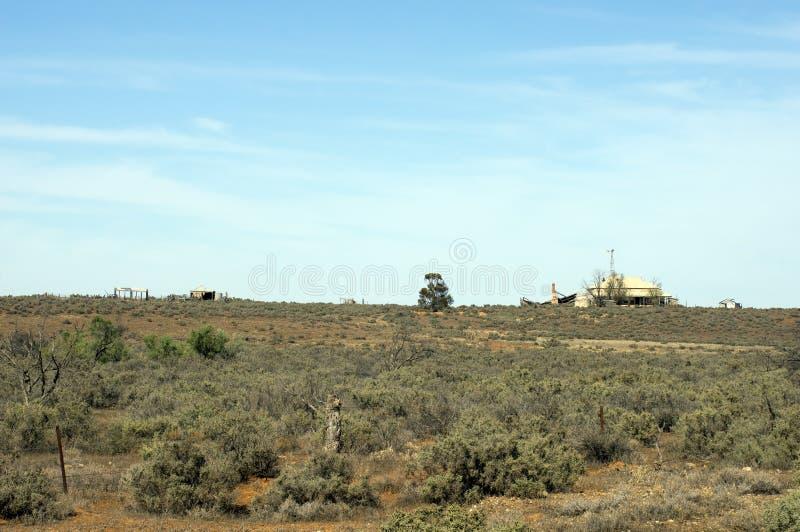 A fazenda na maneira a Kanyaka arruina, ao norte de Quorn, o Sul da Austrália imagens de stock