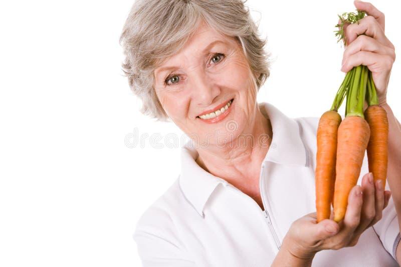 Fazendeiro com cenouras imagem de stock royalty free