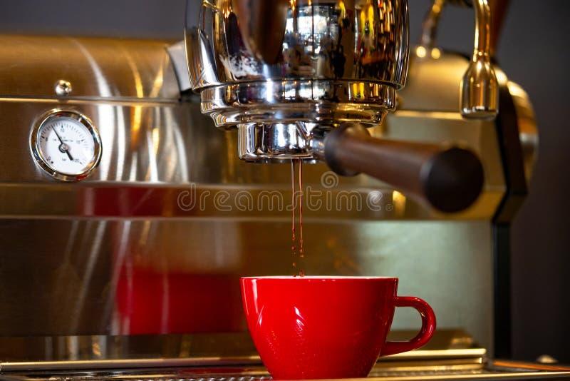 Fazendo Café Espresso Silky fotos de stock royalty free