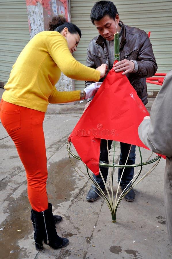 Fazendo a lanterna do sapo no festival do sapo imagem de stock