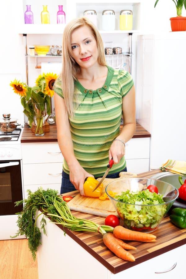 Fazendo o alimento saudável foto de stock royalty free