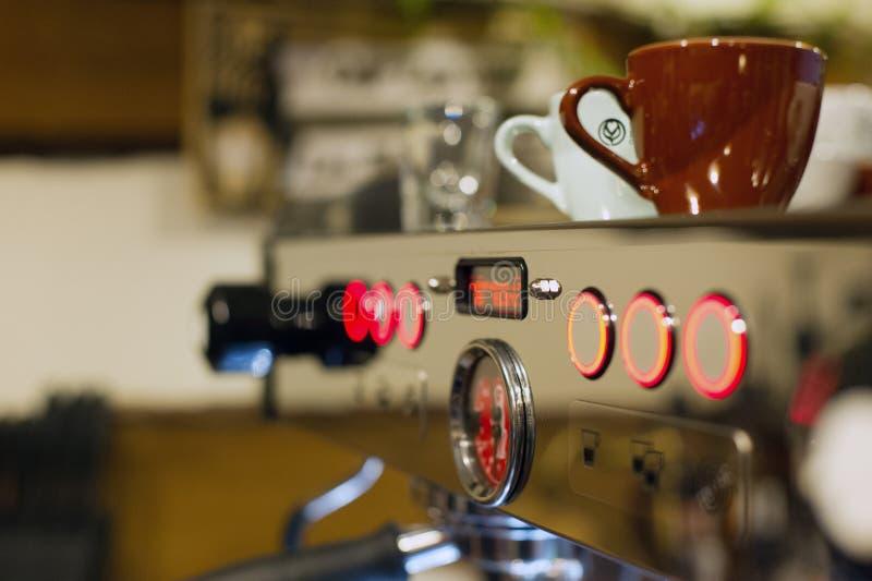 Fazendo o café do café fotografia de stock