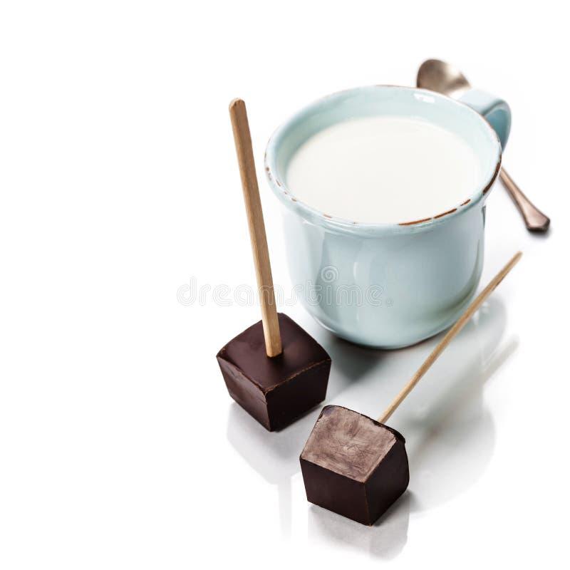 Fazendo o chocolate quente imagens de stock
